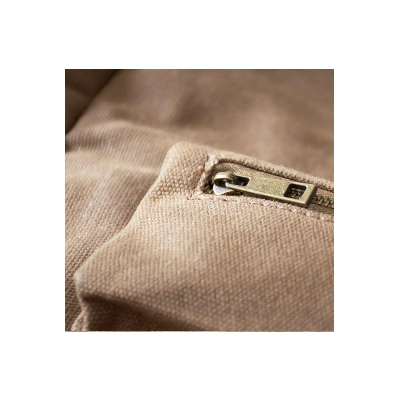 Knife bundle zip closeup